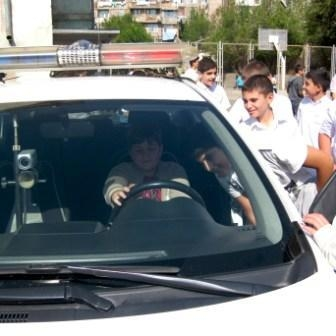 School Kids Get Aquainted With Police Automobiles